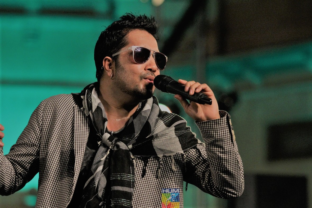 Mika Singh Hire For Wedding Corporate Event Live